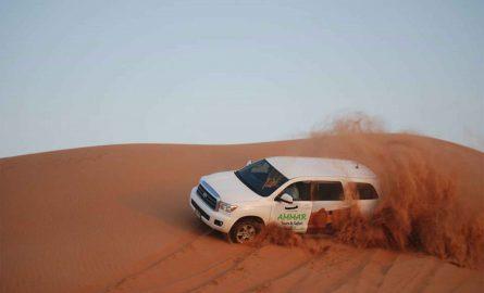 Dune Bashing: mit dem Jeep über die Sanddünen