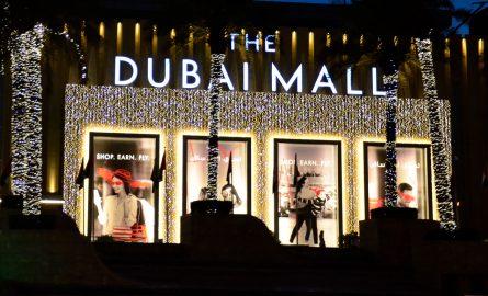 Eingang der Dubai Mall bei Nacht