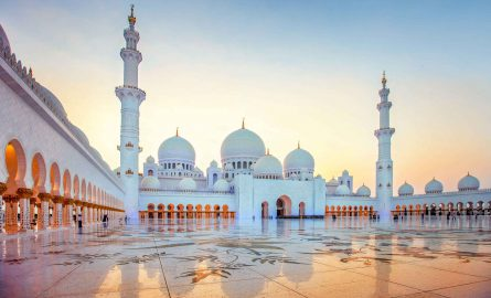 Scheich Zayed Moschee in Abu Dhabi von außen
