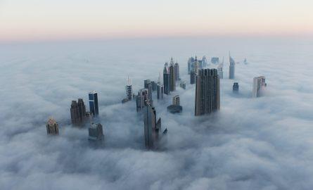 Dubai versunken im Nebel