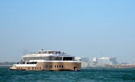 Mega-Yacht-Fahrt auf der LOTUS in Dubai