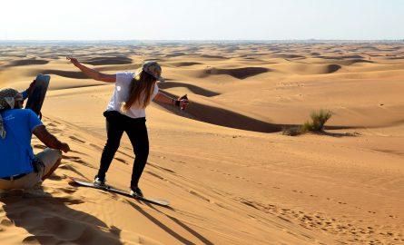 Sandboarding bei einer Wüstensafari