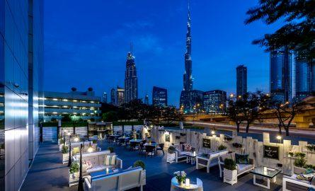 Dusit Thani Hotel mit Burj Khalifa Blick